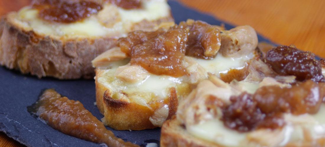 Tosta de O Mouro, bonito y mermelada de manzana y castaña